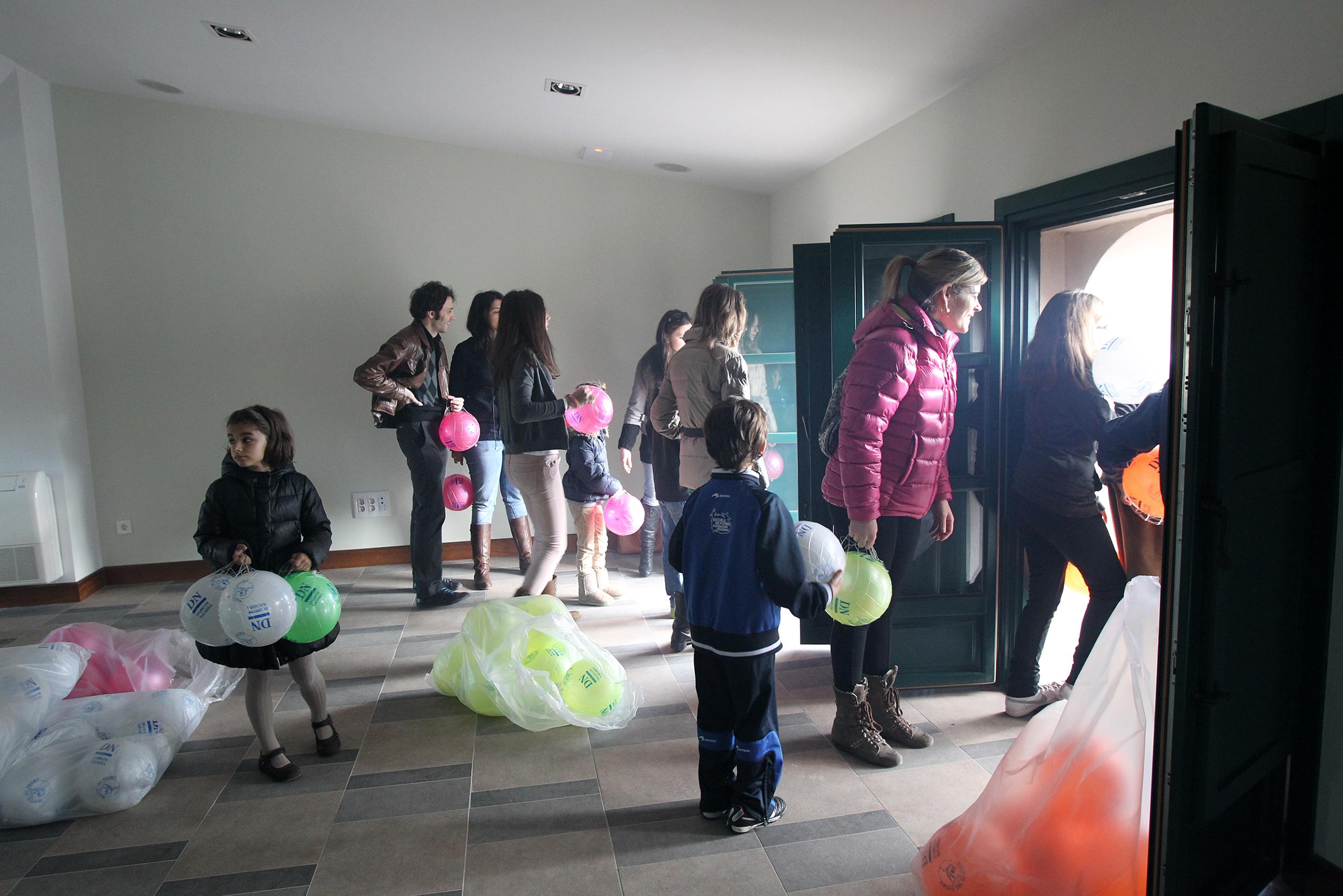 Lanzamiento de balones el día del volatín